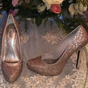 LIKE NEW ROSE GOLD SEQUIN RACHEL ROY PUMPS SZ 8